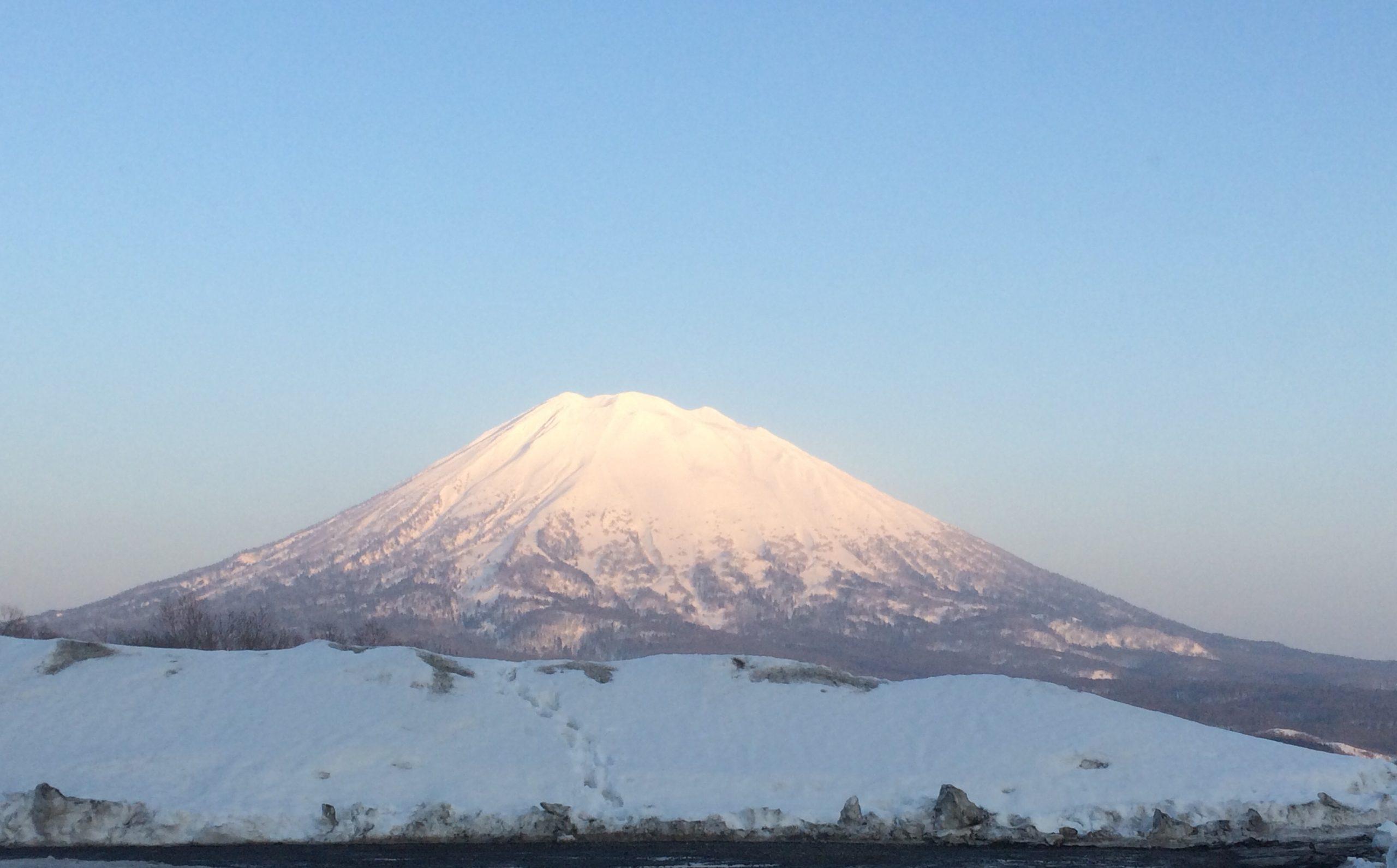 売店スタッフをしたホテルから見える富士山